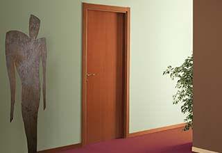 דלתות פשוטות או מעוטרות?