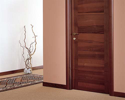 דלת מעץ מעוצבת